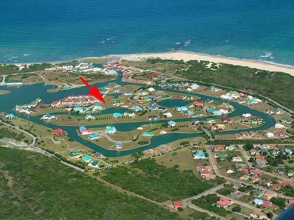 Immobilien Südafrika: Nagelneues Wohn- Ferienhaus in der Marina Martinique in Jeffrey's Bay am Indischen Ozean