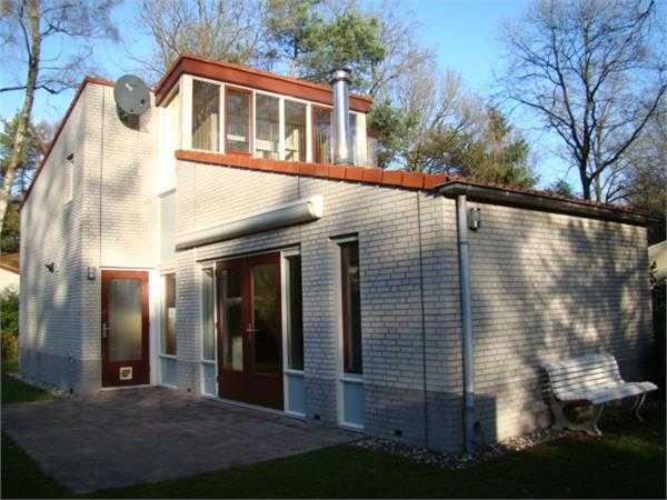 Immobilien Niederlande: Herrlich gelegener Ferienbungalow auf einem Grundstück von 667m²