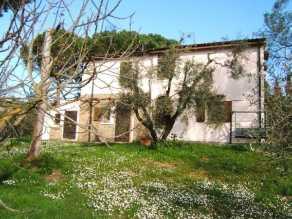 Bauernhäuser/ Bauernhaus in Italien kaufen   IMMOZENTRAL