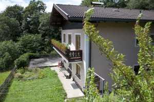Immobilien Österreich  Bruck an der Grossglocknerstrasse Haus kaufen Möbiliertes Wohnhaus mit 2 Wohnungen, grosse Terasse, Balkonen und wunderschönen Blick in Bruck an der Grossglocknerstrasse / Gries