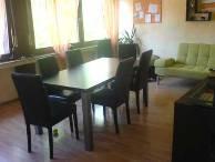 Freundlich möblierter Seminarraum, abgeschlossenes Appartement m. Küche u. WC