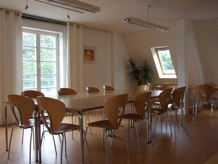 Konferenzraum mit großer Dachterrasse